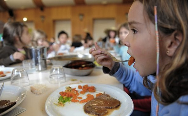 repas-bio-a-la-cantine-scolaire-d-illkirch-graffenstaden-le-09-12-2008-autorisation-ok-la-maitresse-1642389-616x380