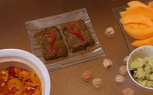 25-Chez Eric- poivrons, melons, sorbet de pesto, galettes de lentilles de Leonie, du marché, du pain et du vin bio