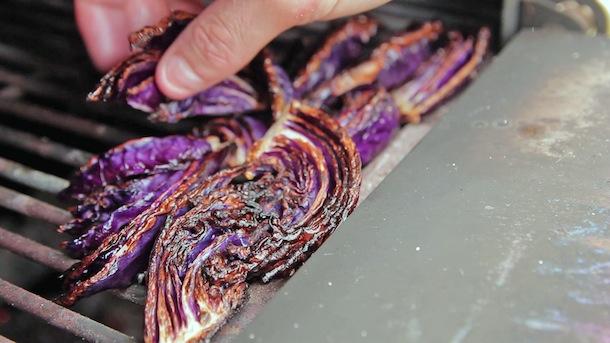 Choux-rouge-passe-au-barbecue-pour-salade-du-chef