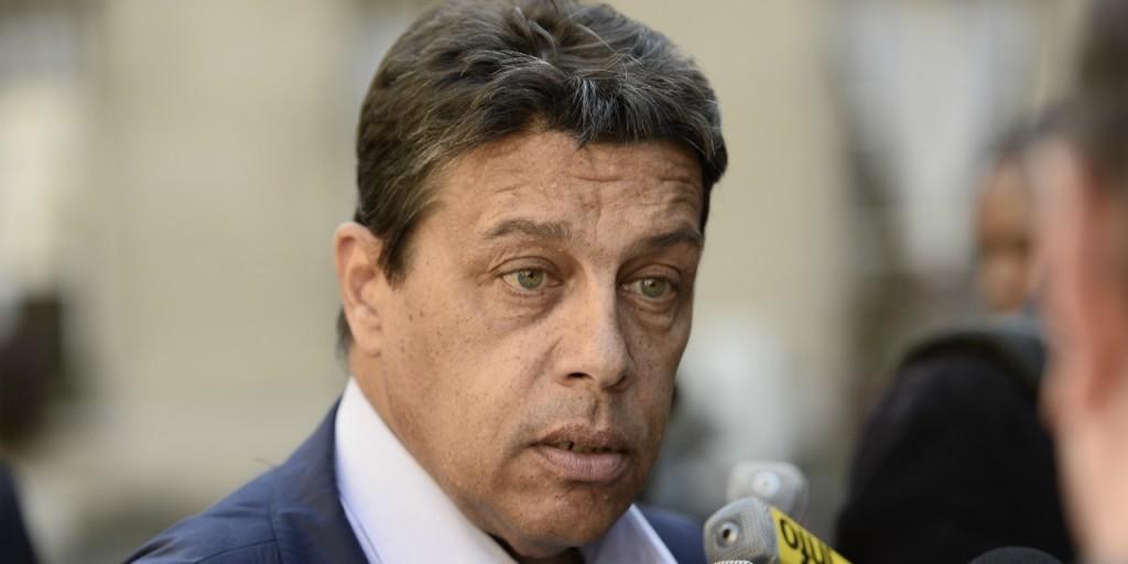 Quand-le-president-de-la-FNSEA-met-un-rateau-a-Nicolas-Sarkozy-pour-les-elections-regionales