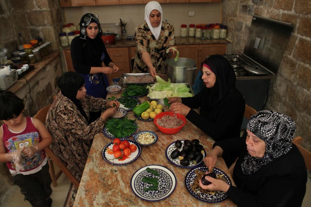 bait-al-karama-KITCHEN_photo-by-Tanya-Habjouqa