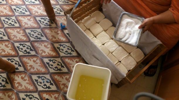 Préparation du fromage - Photo par Beatrice Catanzaro