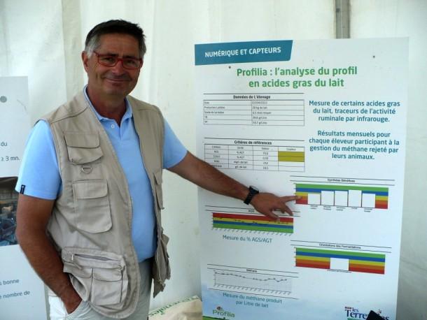 Philippe Coiffet, en charge des questions de nutrition animale, à l'intérieur de son stand, parmi les 103 proposés lors des